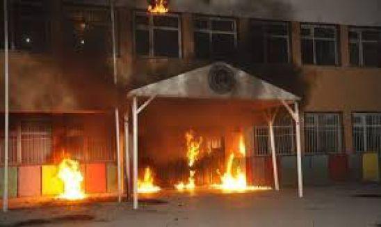 1 günde 10 okul yaktılar...