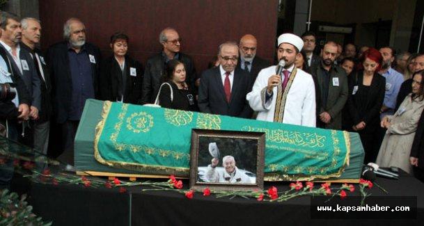 Çetin Altan'a Milliyet Gazetesi Önünden uğurlama