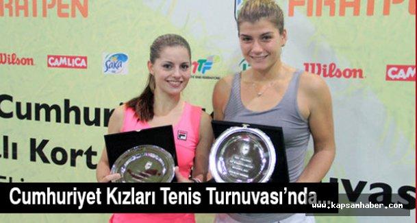 Cumhuriyet Kızları Tenis Turnuvası'nda...