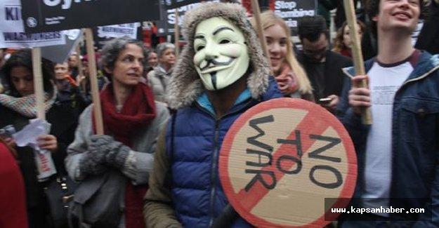İngiltere'de 'Suriye'yi bombalama' protestosu