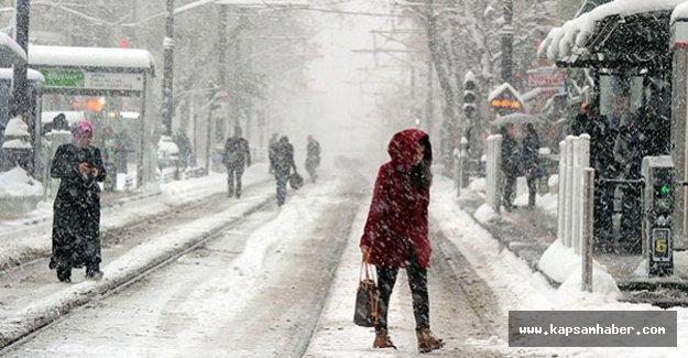 İstanbul'da kar kalınlığı 50 santimetre oldu