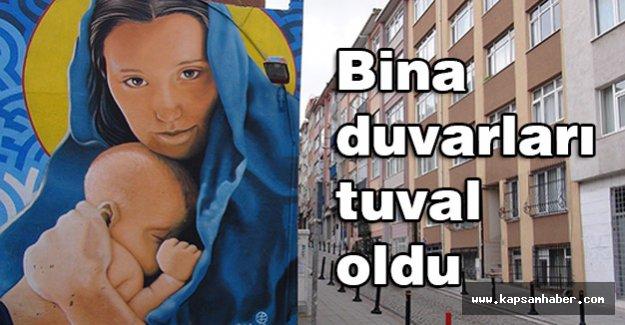 Kadıköy'de Bina duvarları tuval oldu