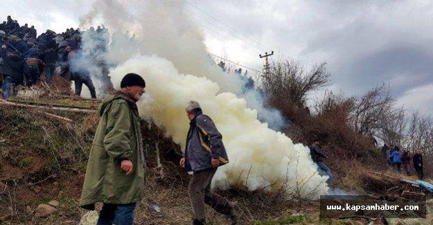 Artvin'de Eylemciler Polisle Karşı Karşıya Geldi