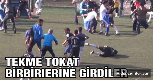 futbolcular, rakip oyunculara tekme tokat saldırdı