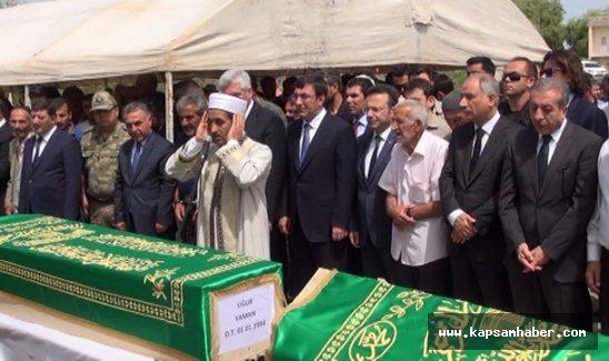 Diyarbakır'daki patlamada hayatını kaybeden 13 köylü yan yana defnedildi