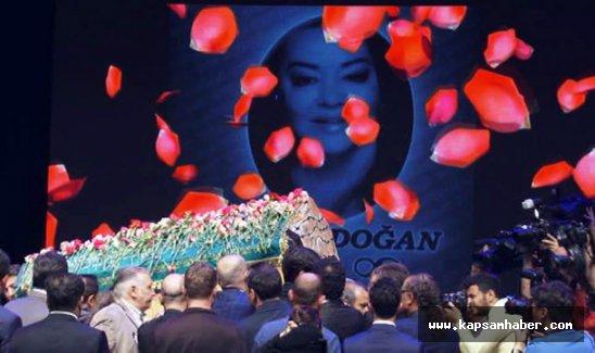 Oya Aydoğan gözyaşlarıyla uğurlandı