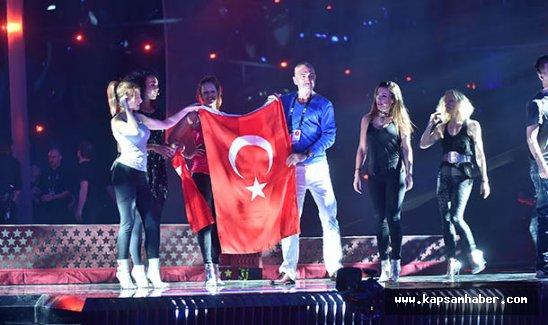 Şarkıcı Serhat, Avrupa'daki Türklerden destek istedi