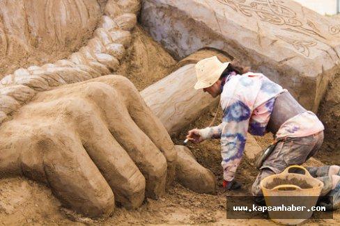 Kumdan heykeller büyüledi