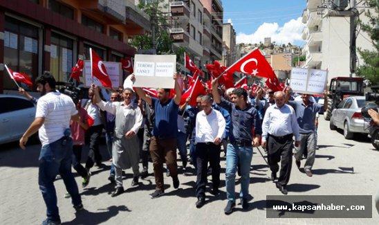 Diyarbakır'da vatandaşlar Türk bayraklarıyla teröre 'dur' dedi