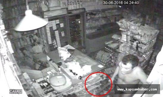 Silahlı hırsızları şemsiyeyle kovaladı