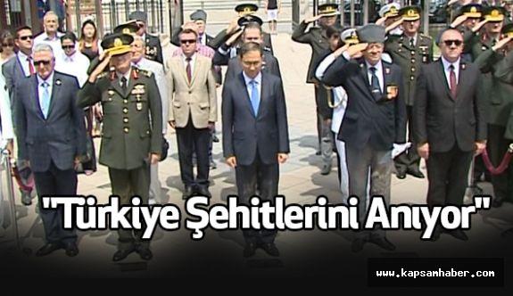 """""""Türkiye Şehitlerini Anıyor"""""""