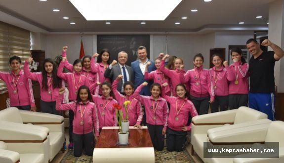 Başkan Kayda Şampiyon Kızları Ağırladı