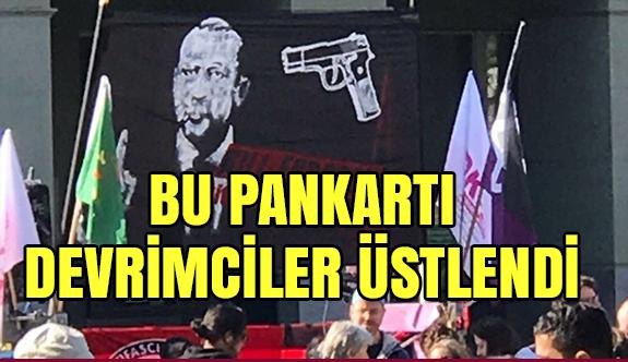 İsviçre'deki Skandal Pankartı Devrim Gençlik örgütü Üstlendi