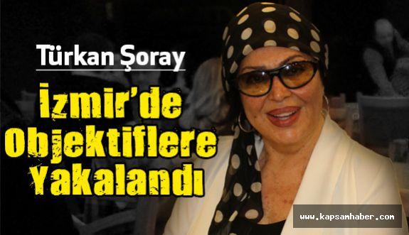 Türkan Şoray İzmir'de Objektiflere Yakalandı