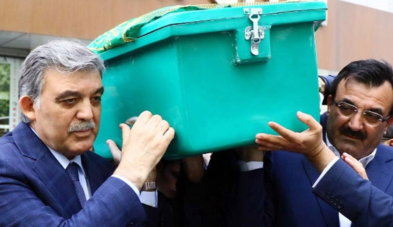 Ahmet Hamdi Gül'ün cenazesi Cami Kebir'e getirildi.