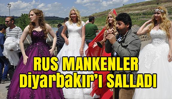 Rus Mankenler Diyarbakır'da Halay Çekti