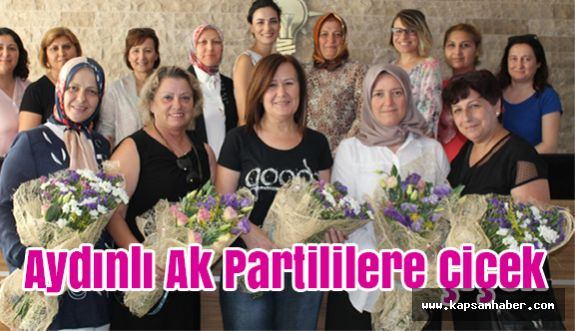 AK Parti Aydın Kadın Kollarına Çiçek...