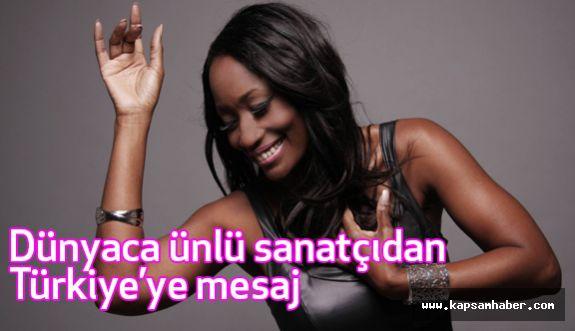 Dünyaca ünlü sanatçıdan Türkiye'ye anlamlı mesaj