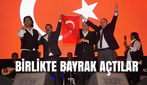 Manisa'da AK Partili ve MHP'li başkanlar birlikte Türk Bayrağı açtı