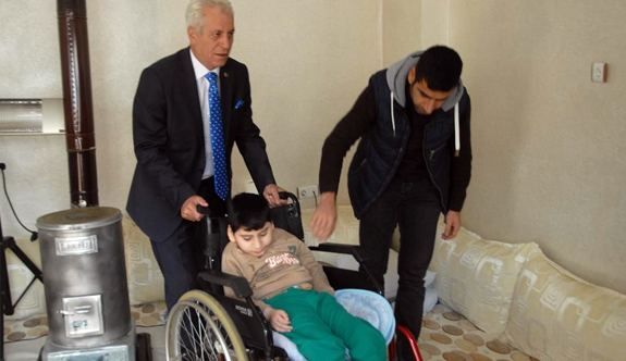MHP'li Başkan Ökten'den Engelli Çocuğa Tekerlekli Sandalye