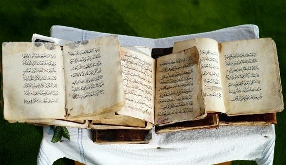 700 yıllık el yazması Kur'an-ı Kerim'ler ilgi görüyor