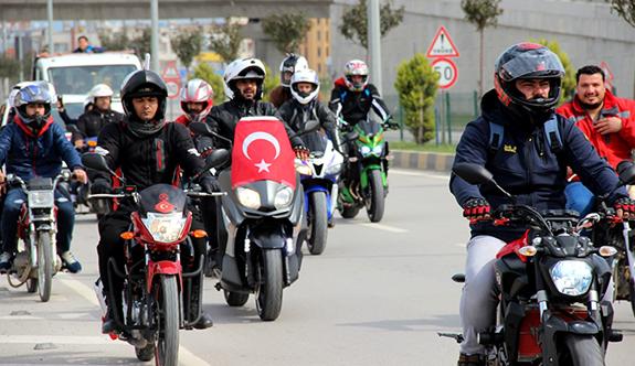 Motosikletlilerden Mehmetçiğe destek konvoyu
