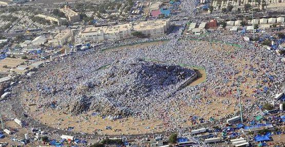 Arafat ve Mina'yı havadan görüntülendi...
