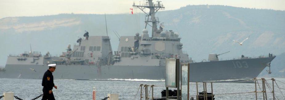 ABD gemisi Çanakkale Boğazı'ndan geçti...