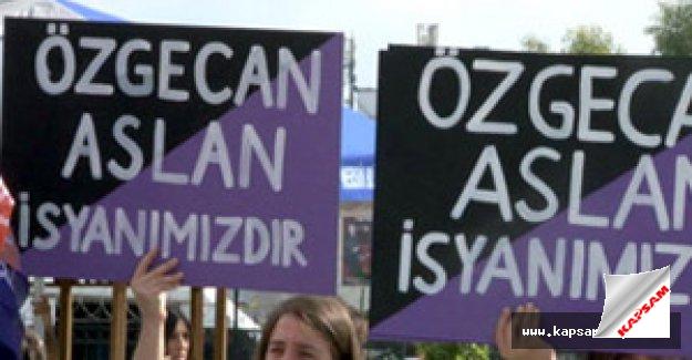 Adliye önünde Özgecan protestosu