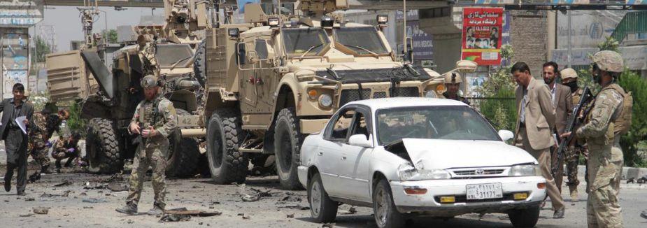 Afganistan'da NATO sivilleri vurdu...