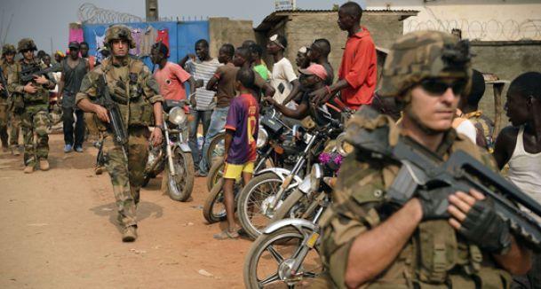 Afrika'ya iki kat asker...