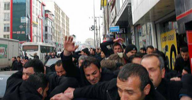 AKP Adayına BDP'liler Saldırdı...