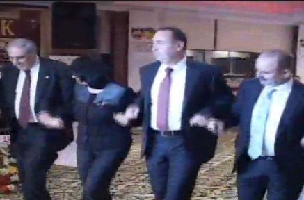 AKP ve BDP'liler Birlikte Halayda