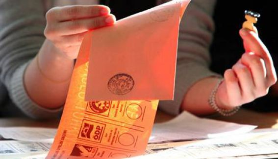 AKP'ye 'Evet 'basılı oy pusulası yakalandı...