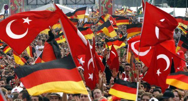 Almanya'daki Türklere süpriz...