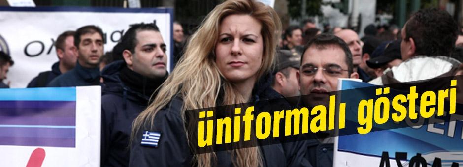 Yunanistan'da üniformalı gösteri