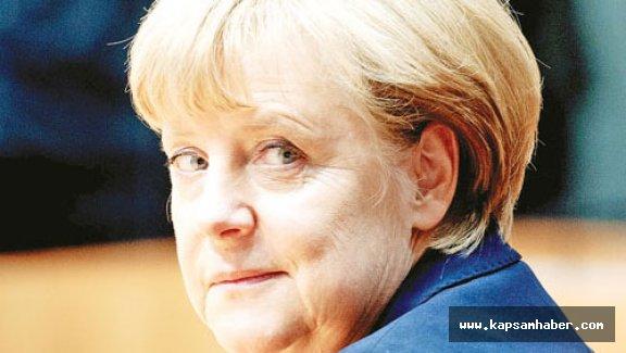Angela Merkel, Çağrı Yaptı