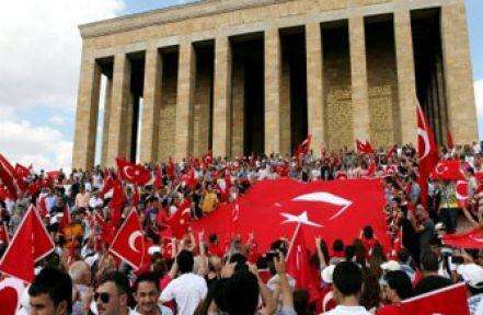 Anıtkabir'de Bayrak Krizi