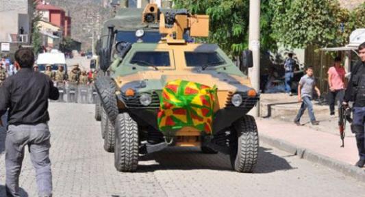 Askeri Araca PKK Çaputu Astılar