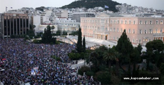 Atina'da 'evet' yanlıları gösteri yaptı