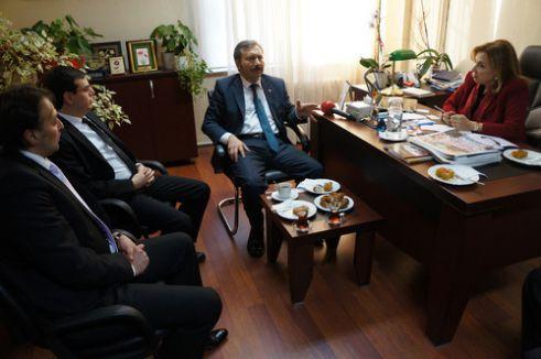 Bal: Türkiye'de medya 4'e bölünmüş, sesi çıkanın kafasına vuruyorlar
