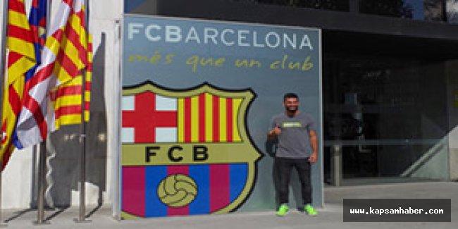 Barcelonalı Arda Turan ilk pozunu verdi