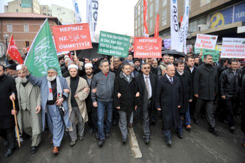 Başkent'te 'Peygamberimize Sevgi, Teröre Lanet' yürüyüşü yapıldı