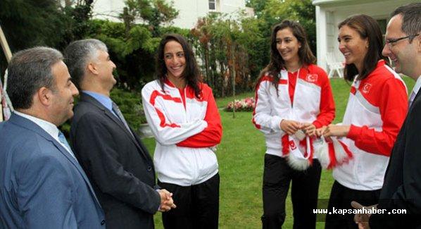 Bayan voleybolcular Belçika'da Türklerle buluştu