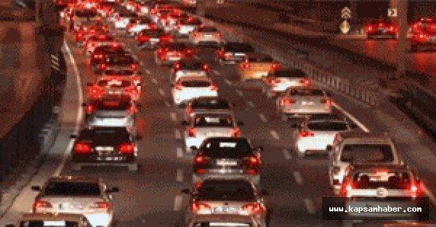 Bayram trafiği İstanbul'u felç etti