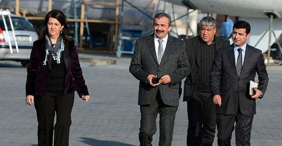 BDP ve HDP milletvekilleri İmralı'ya gitti...