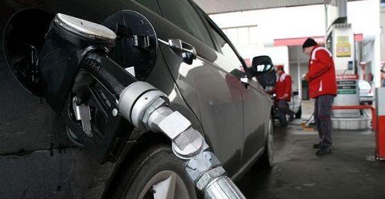 Benzinin litre fiyatı 10 kuruş arttı...