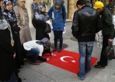 Beyrut'ta Türk Bayrağı Çiğnendi...