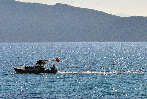 Bodrum'da kaçakları taşıyan tekne battı...