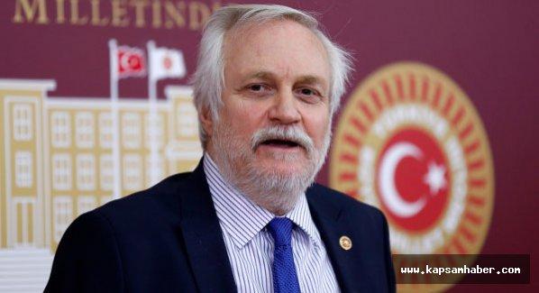 CHP'li Özçelik, genel başkan yardımcılığından istifa etti